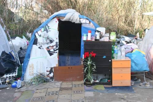 Le sponde del Tevere ospitano le baracche dei rom 10