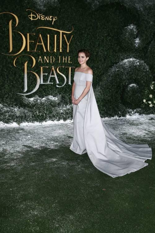 Emma Watson, sexy Bella sul red carpet 39