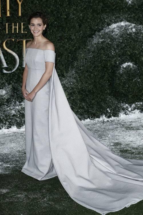 Emma Watson, sexy Bella sul red carpet 50