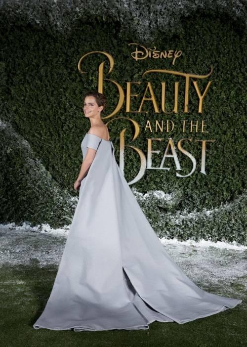 Emma Watson, sexy Bella sul red carpet 23