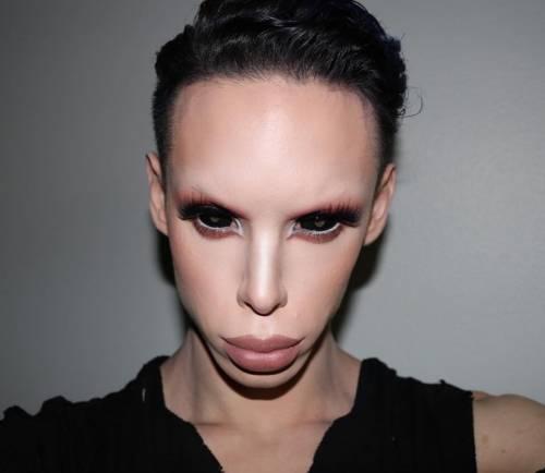 Vinny Ohh, l'uomo che ha speso 50mila dollari diventare un alieno genderless