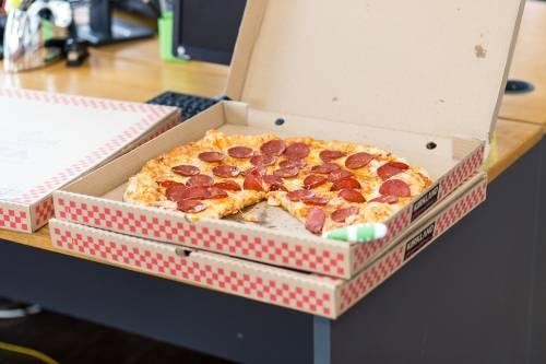 """""""Sostanze tossiche nei cartoni di pizza e fast food"""""""