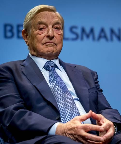 George Soros, l'uomo che paga l'invasione dell'Europa