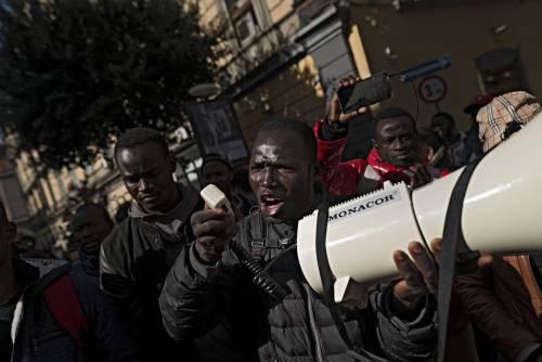 """Immigrati, l'Italia sotto accusa: """"Aumentare espulsioni e rimpatri"""""""