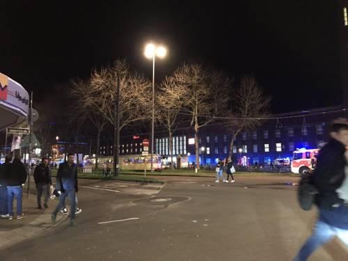 Dusseldorf, attacco con l'ascia in stazione 4