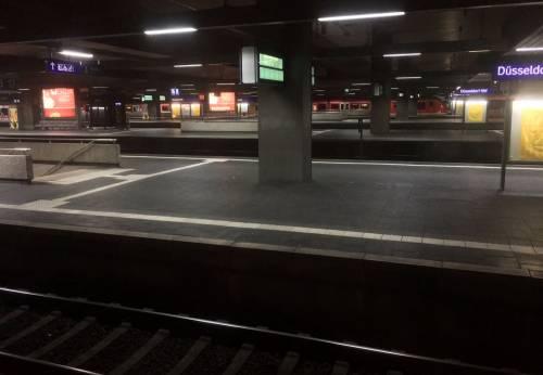 Dusseldorf, attacco con l'ascia in stazione 5