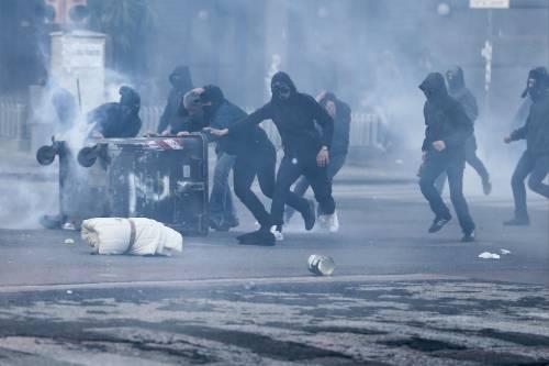 Napoli, scontri alla manifestazione anti-Salvini 3