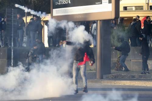 Napoli, scontri alla manifestazione anti-Salvini