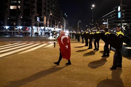Amsterdam, scontri tra polizia e turchi 5