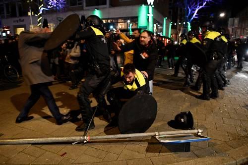 Amsterdam, scontri tra polizia e turchi 8