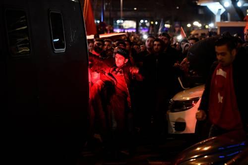 Amsterdam, scontri tra polizia e turchi 7