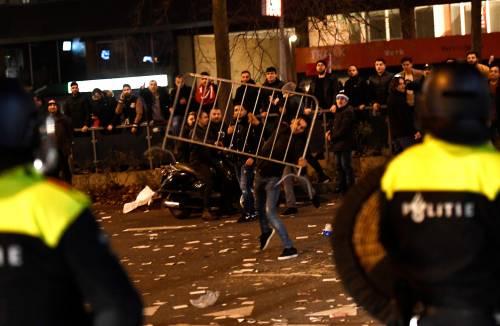 Amsterdam, scontri tra polizia e turchi 2