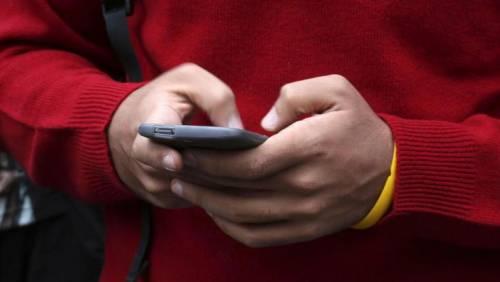 Il superpianista e gli smartphone: «Rubano l'anima è l'ora di vietarli»