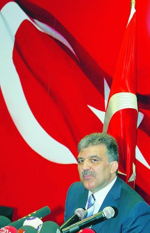 """""""Con Gül presidente la Turchia dovrà indossare il velo"""""""