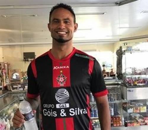 """Bruno Fernandes, il portiere killer trova una squadra. I tifosi: """"Non lo vogliamo"""""""