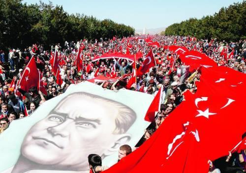 Un milione in piazza per la Turchia laica