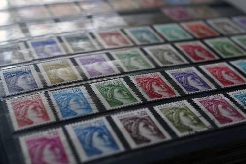 """""""Collezionare francobolli  ora è diventato un reato"""""""