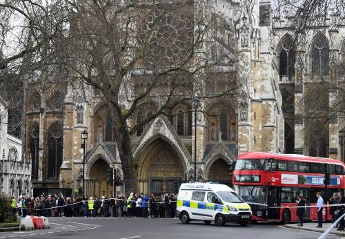 Spari al parlamento a Londra 5