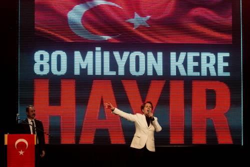 """Istanbul, comizio del """"no"""" in vista del referendum costituzionale 2"""