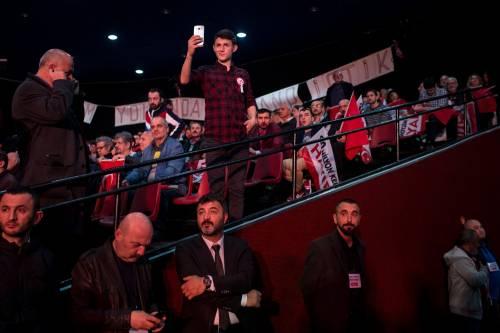 """Istanbul, comizio del """"no"""" in vista del referendum costituzionale 4"""