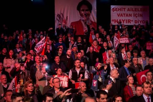 """Istanbul, comizio del """"no"""" in vista del referendum costituzionale 9"""