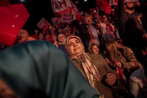 """Istanbul, comizio del """"no"""" in vista del referendum costituzionale 15"""