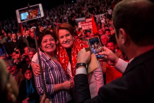 """Istanbul, comizio del """"no"""" in vista del referendum costituzionale 14"""