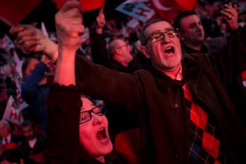 """Istanbul, comizio del """"no"""" in vista del referendum costituzionale 19"""