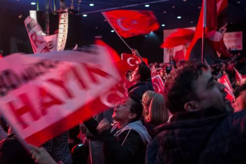 """Istanbul, comizio del """"no"""" in vista del referendum costituzionale 18"""