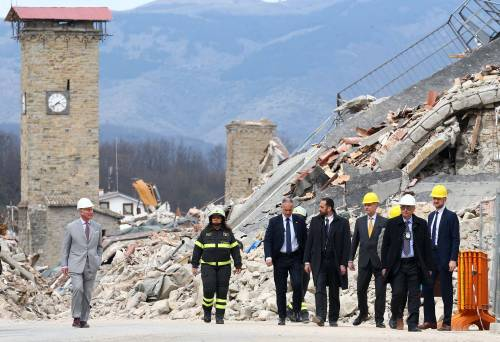 Amatrice, il principe Carlo in visita nel paese distrutto dal terremoto 2