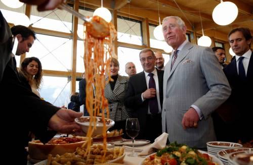 Amatrice, il principe Carlo in visita nel paese distrutto dal terremoto 17