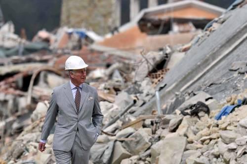 Amatrice, il principe Carlo in visita nel paese distrutto dal terremoto 7
