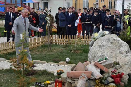 Amatrice, il principe Carlo in visita nel paese distrutto dal terremoto 11