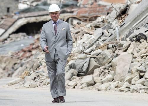 Amatrice, il principe Carlo in visita nel paese distrutto dal terremoto 5