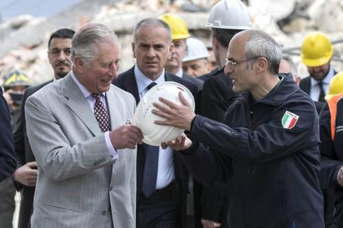 Amatrice, il principe Carlo in visita nel paese distrutto dal terremoto 3