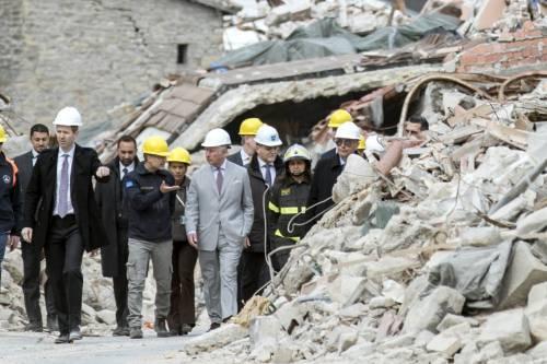 Amatrice, il principe Carlo in visita nel paese distrutto dal terremoto 4