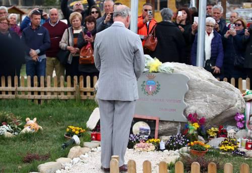 Amatrice, il principe Carlo in visita nel paese distrutto dal terremoto 12