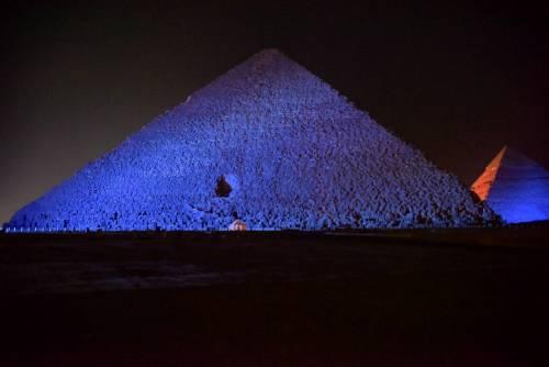 Le Piramidi si colorano di blu contro l'autismo