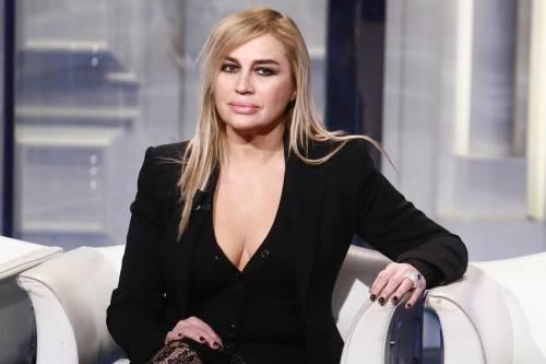 Lory Del Santo sexy e creativa 2