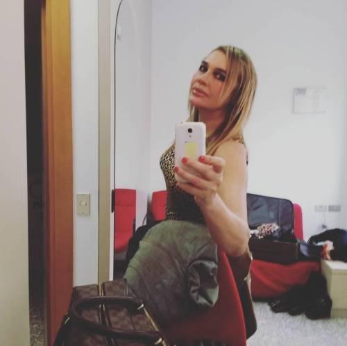 Lory Del Santo sexy e creativa 15