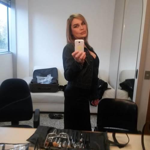 Lory Del Santo sexy e creativa 22