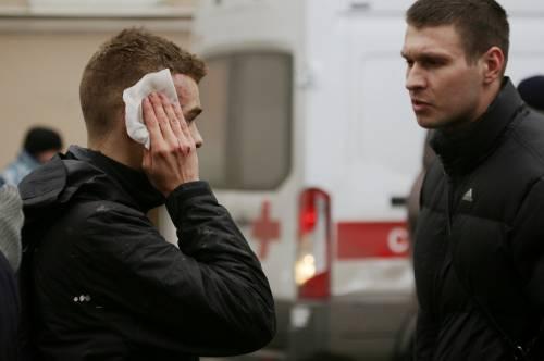 Soccorsi dopo l'esplosione in metro a S. Pietroburgo