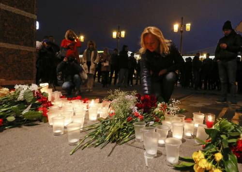 Bomba in metropolitana a San Pietroburgo: almeno 11 i morti