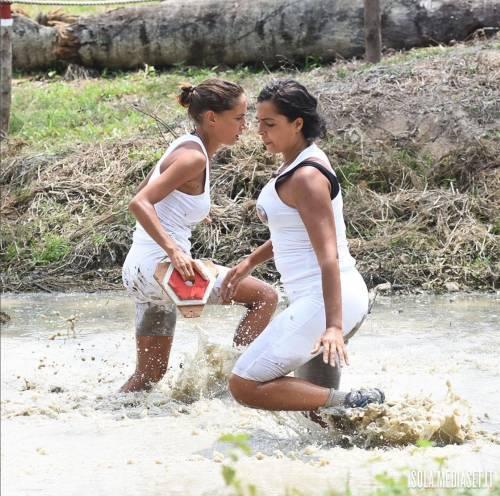 Isola 2017, naufraghi sexy in costume da bagno 27