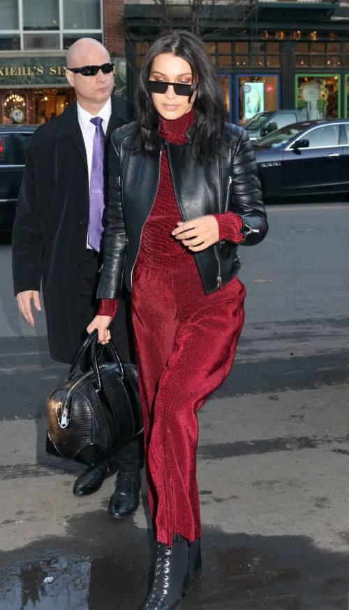 Bella Hadid sexy in bikini rosso 12