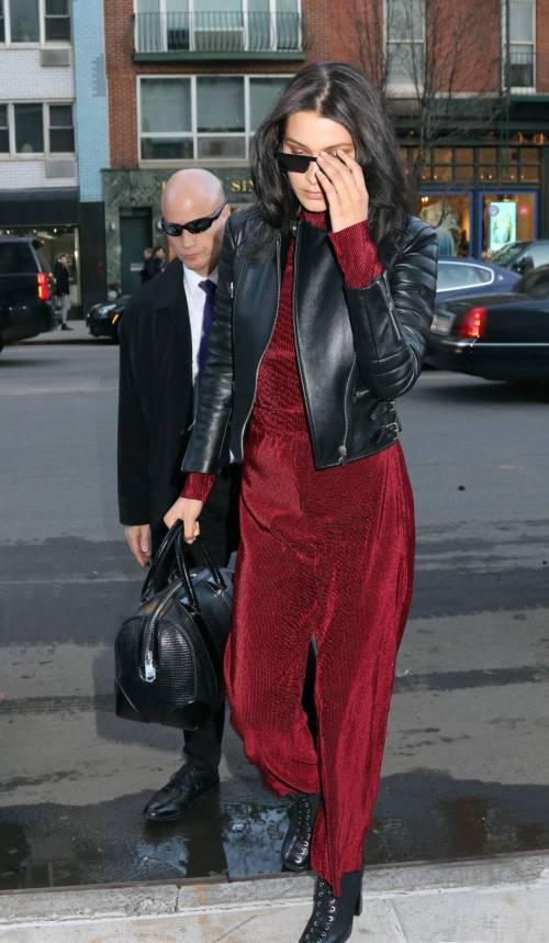 Bella Hadid sexy in bikini rosso 16