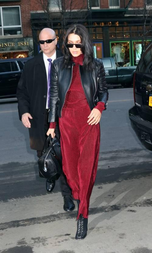 Bella Hadid sexy in bikini rosso 20