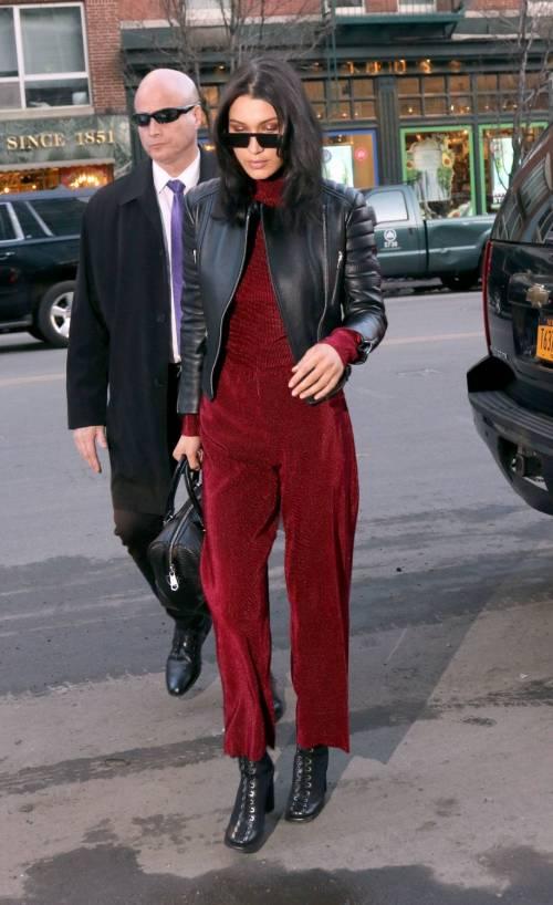 Bella Hadid sexy in bikini rosso 22