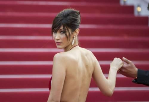 Bella Hadid sexy in bikini rosso 24