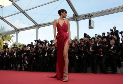 Bella Hadid sexy in bikini rosso 27